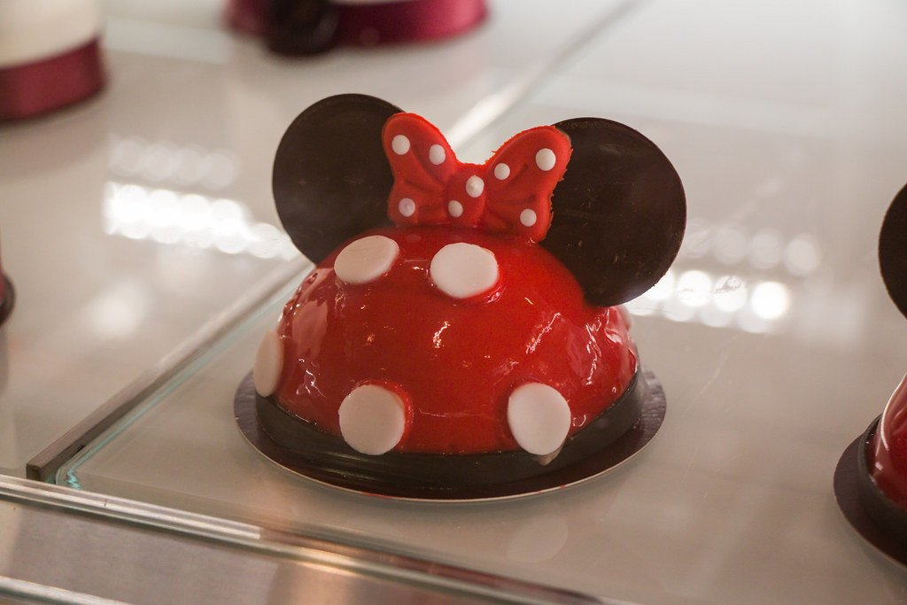 Minnie Mouse themed dessert at Disney world. Disney food looks so fun and yummy!