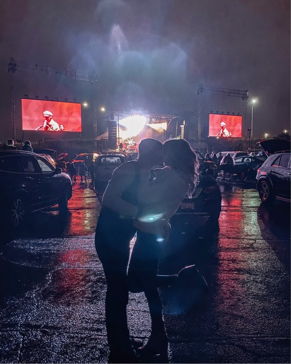 what to expect at a drive-in concert duff entertainment live from the lot