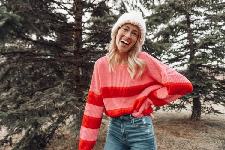 heyitsjenna pink lily style sweater pink stripes christmas outfits