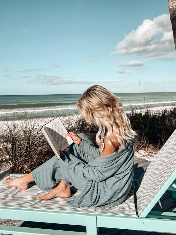beach reading, book review, vacation, thriller