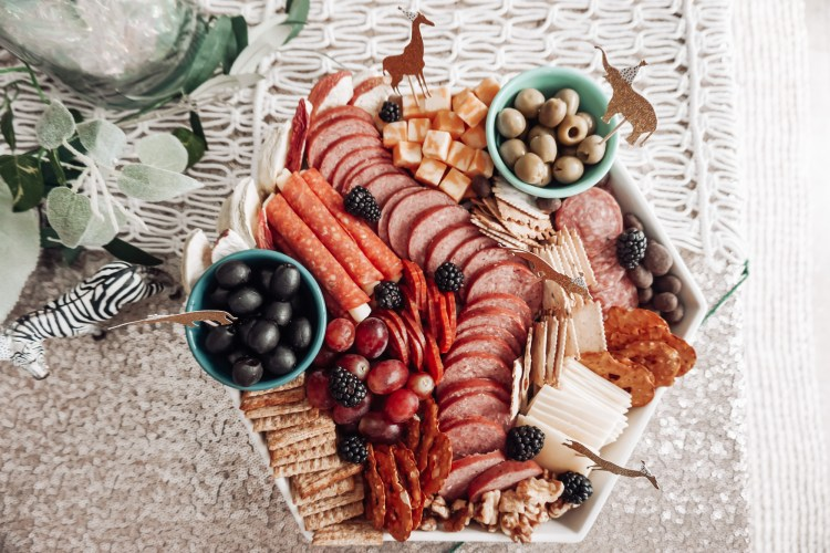 charcuterie food board, glamfettico, cake toppers party
