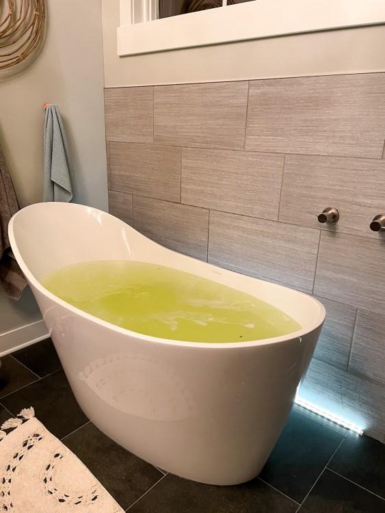 bath bomb master bath tub