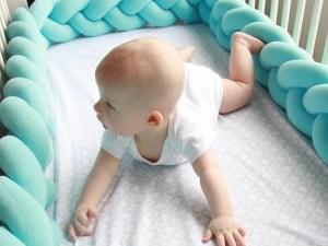 Tour de lit bébé bleu turquoise