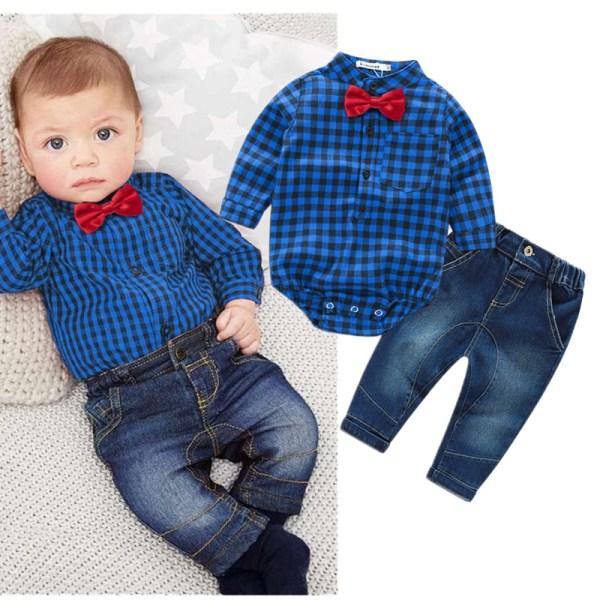 Ensemble bébé jean et chemise bleue à carreaux avec nœud papillon rouge