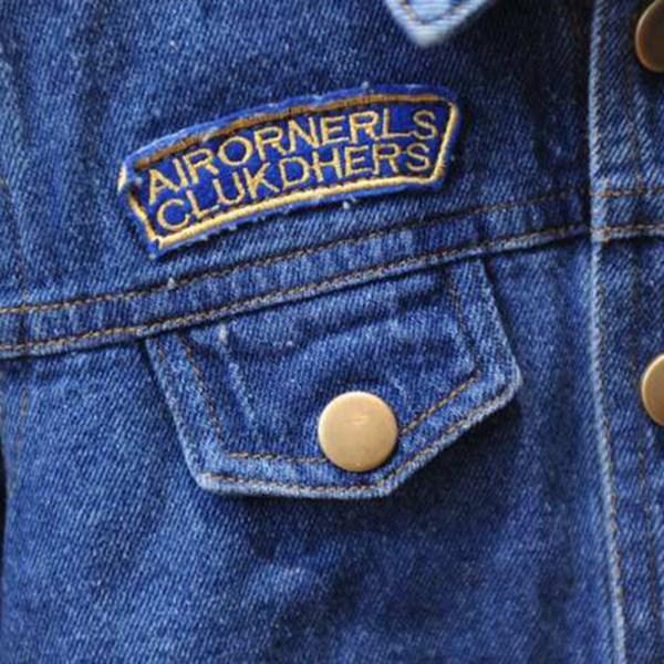 Détail de la veste en jean pour fille