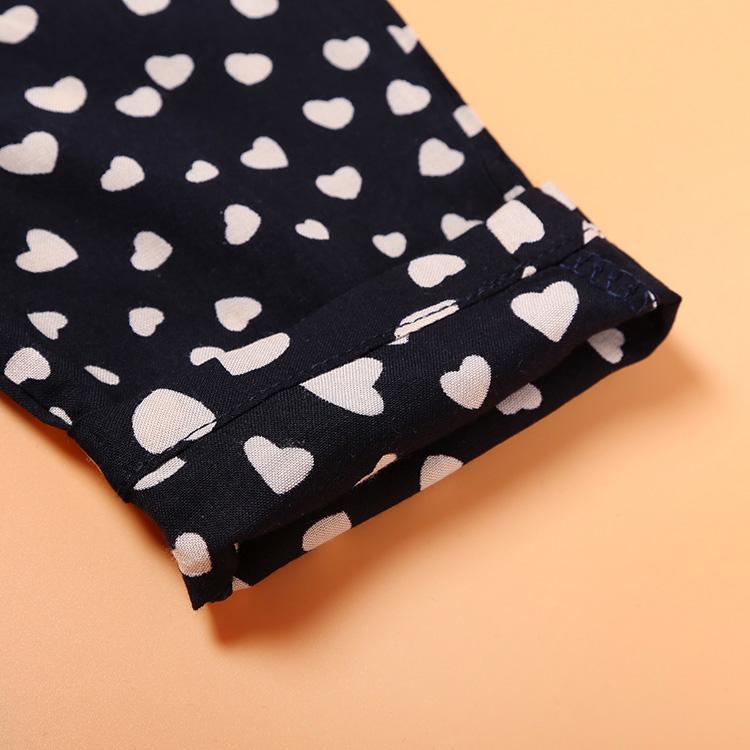 Détails de la combinaison pour fille - couleur noir avec petits cœurs beiges