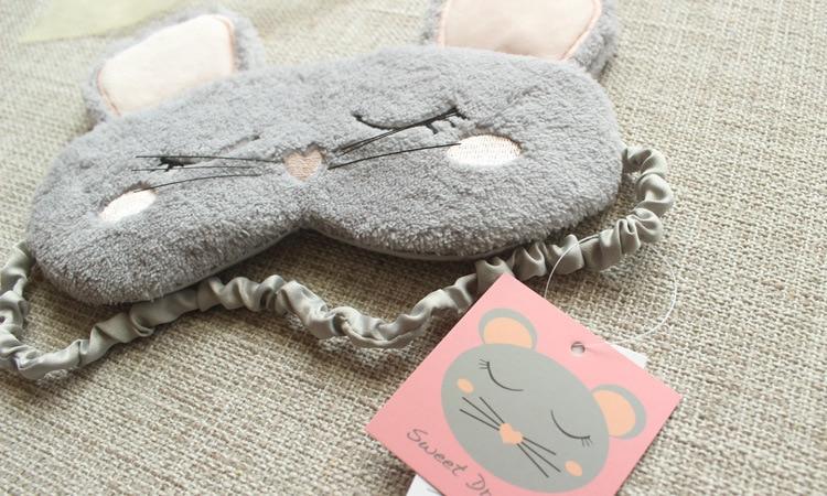 Masque de sommeil duveteux doux et confortable