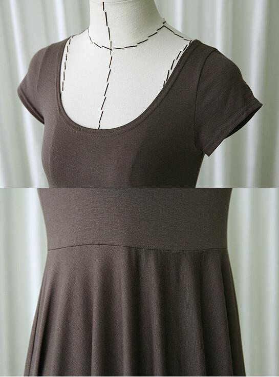 Détails de la robe d'été marron pour femme enceinte