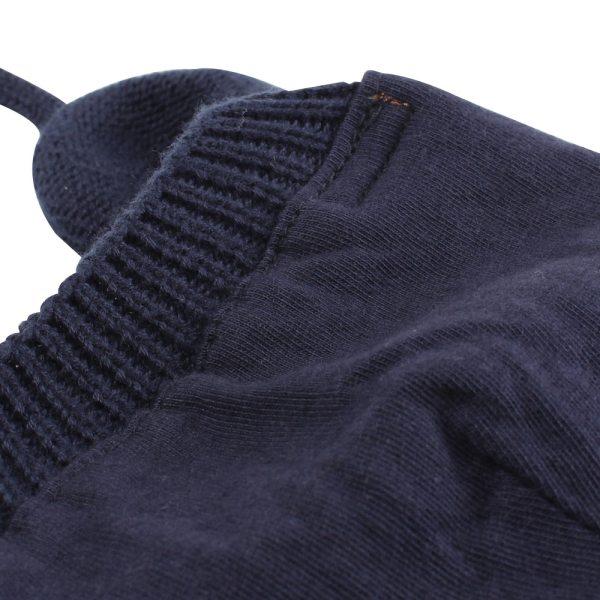 Détails du bonnet bébé couleur bleu marine