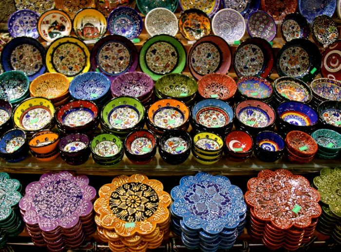 Colourful ceramics at the Grand Bazaar
