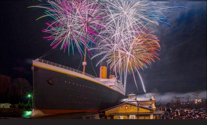 titanic-museum-pigeon-forge-thanksgiving-fireworks-heysmokies