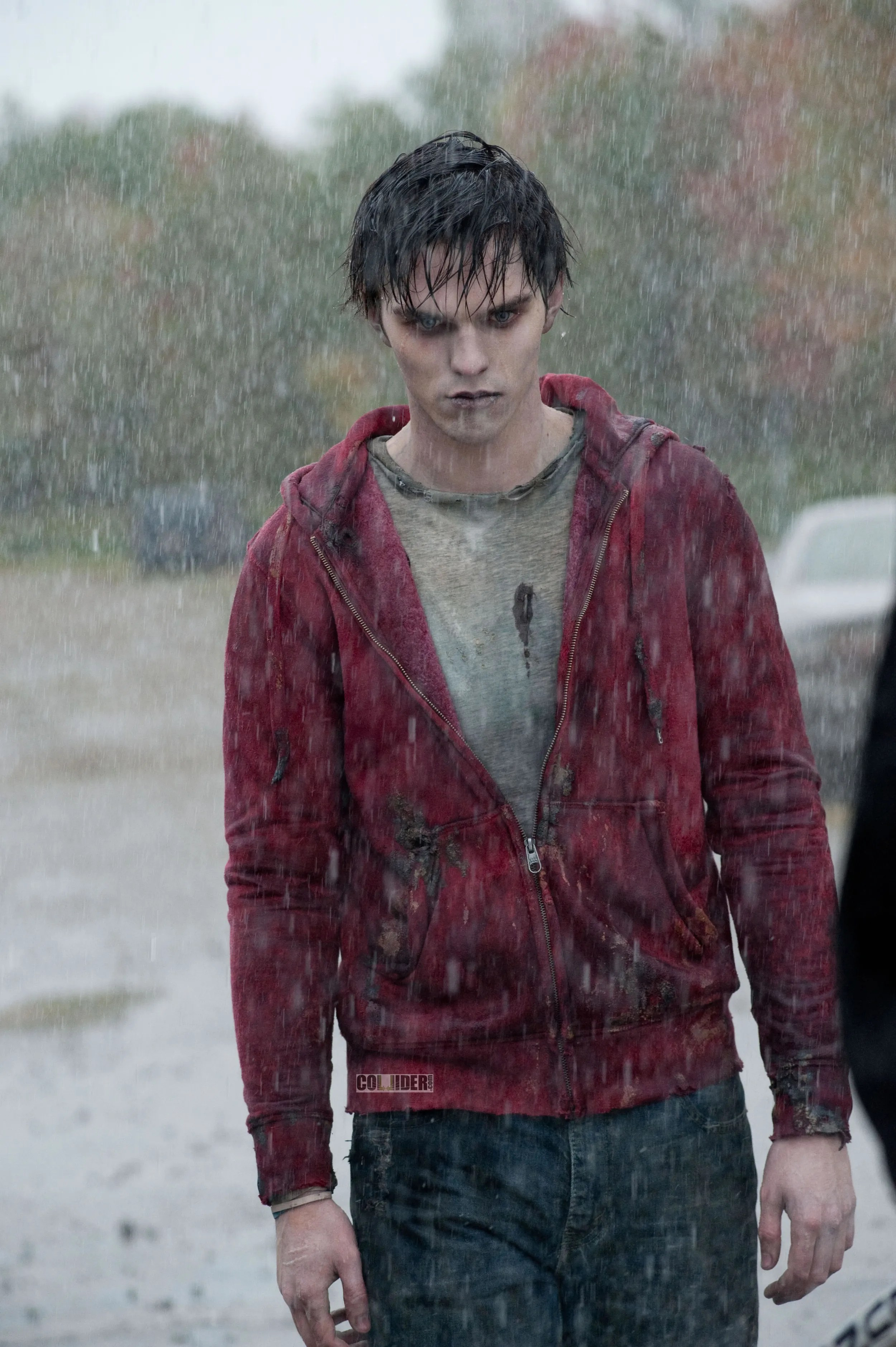 a haunting first image of nicholas hoult as a zombie in warm bodies
