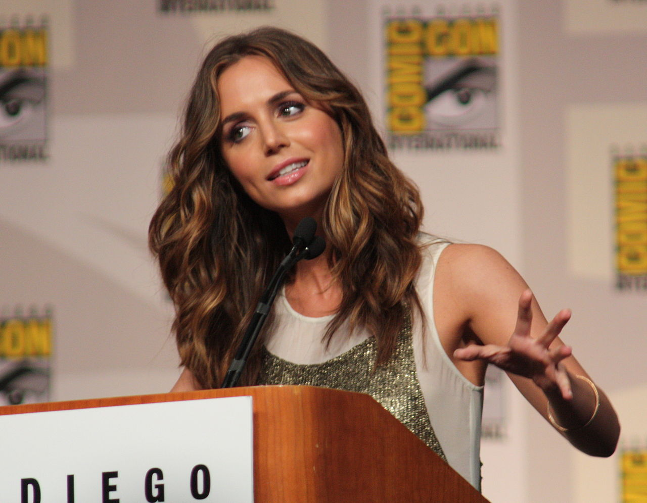 Eliza-Dushku-at-Comic-Con