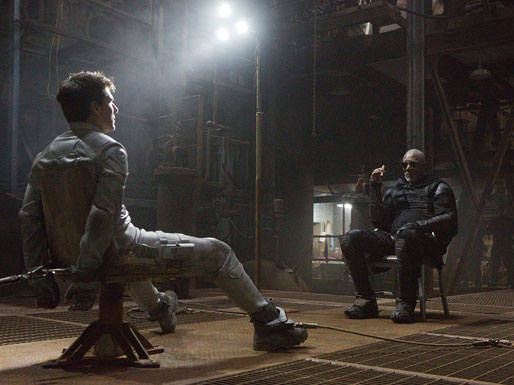 Tom-Cruise-and-Morgan-Freeman-in-Oblivion