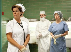 Marcia-Gay-Harden-and-Zac-Efron-in-Parkland