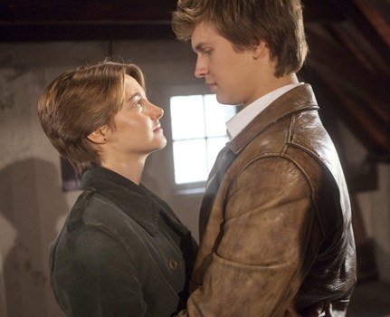 Shailene-Woodley-and-Ansel-Elgort-in-The-Fault-in-Our-Stars.