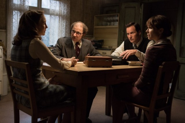 """(L-r) VERA FARMIGA as Lorraine Warren, SIMON McBURNEY as Maurice Grosse, PATRICK WILSON as Ed Warren and FRANCES O'CONNOR as Peggy Hodgson, in New Line Cinema's supernatural thriller """"THE CONJURING 2,"""" a Warner Bros. Pictures release. Photo by Matt Kennedy"""