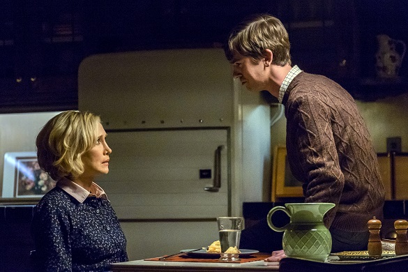 """BATES MOTEL -- """"Goodnight, Mother"""" Episode 402 -- Pictured: (l-r) Vera Farmiga as Norma Bates, Freddie Highmore as Norman Bates -- (Photo by: Bettina Strauss/Universal Television)"""