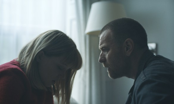 Lea Seydoux as Zoe and Ewan McGregor as Cole in ZOE. Photo credit: John Guleserian.