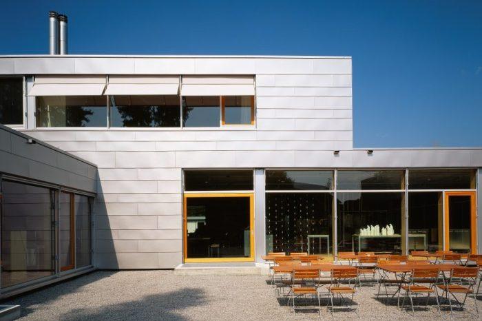 HFX Edelstahl bürstgewalzt für eine Fassade aus Rechteckschindeln