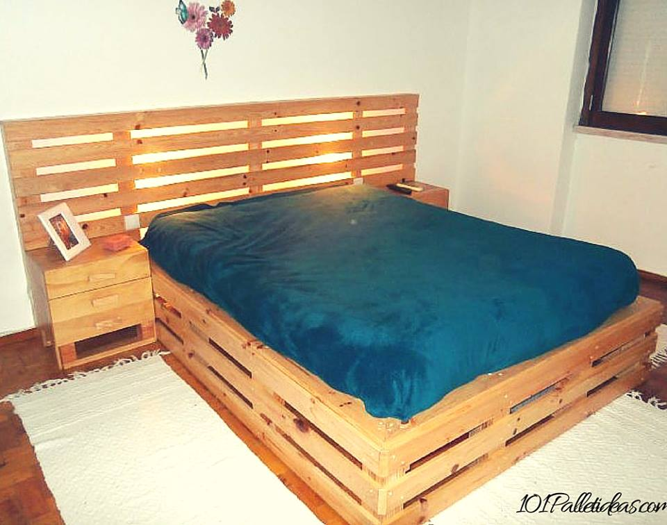 33 Cool DIY Recycled Pallet Bed Frame To Duplicate