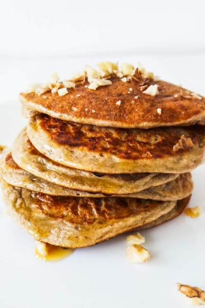 Easy oatmeal pear pancakes to serve your toddler or yourself! These healthy pear pancakes are the best healthy fall breakfast!