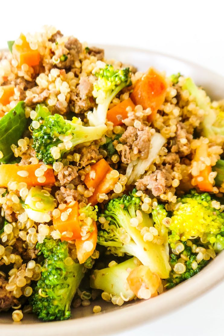 Beef and Broccoli Quinoa Fried Rice! Healthy easy ground beef dinner idea that you can probably even meal prep!