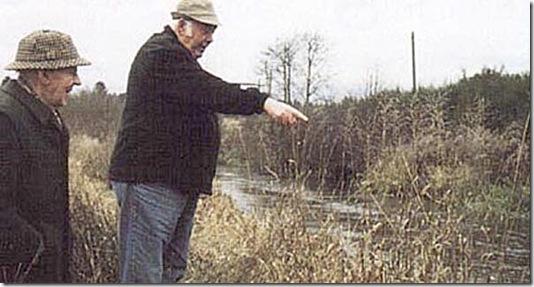 Man glemmer aldrig, hvor man fangede sit livs største laks - fortæller Svend Pedersen og peger på stedet