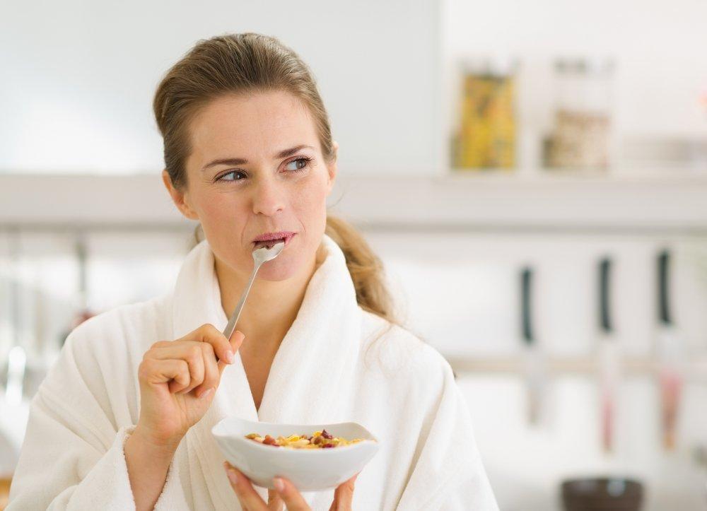 تناولي وجبة الفطور بعد ساعة من الإستيقاظ من النوم