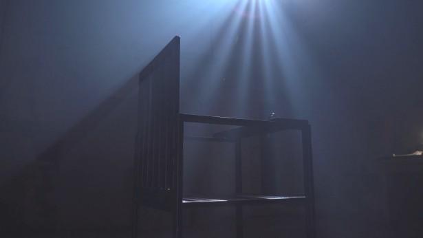 中共酷刑室内有一把铁椅阴森恐怖