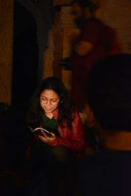Pallavi reading Ishq mein Shehar hona by Ravish Kumar. Photo Courtesy: Ankit Gupta