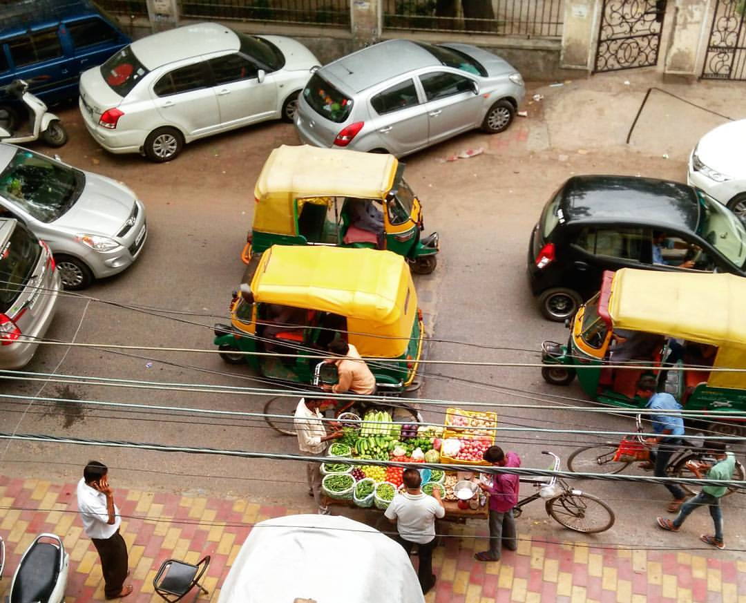 5 obstacles that make pedestrian lives difficult in India #makeyourcityinclusive