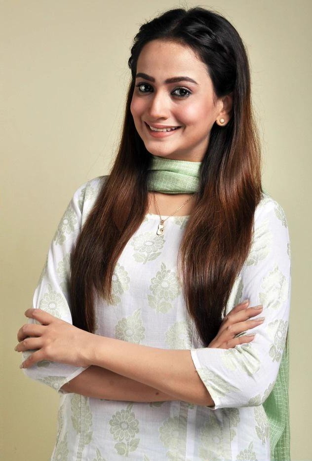 Zarnish Khan Pakistani hot actress