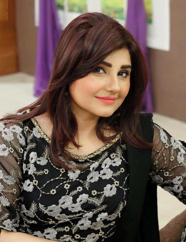Javeria Saud hot Pakistani actress