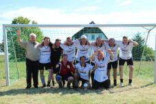 Gruppenbild des Siegers: der FC Tresen
