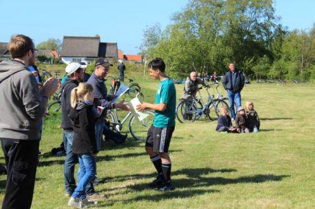 Preisüberabe beim Hiddensee Herrentagfußball