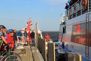 Das Fahrgastschiff kurz vor dem Anlegen