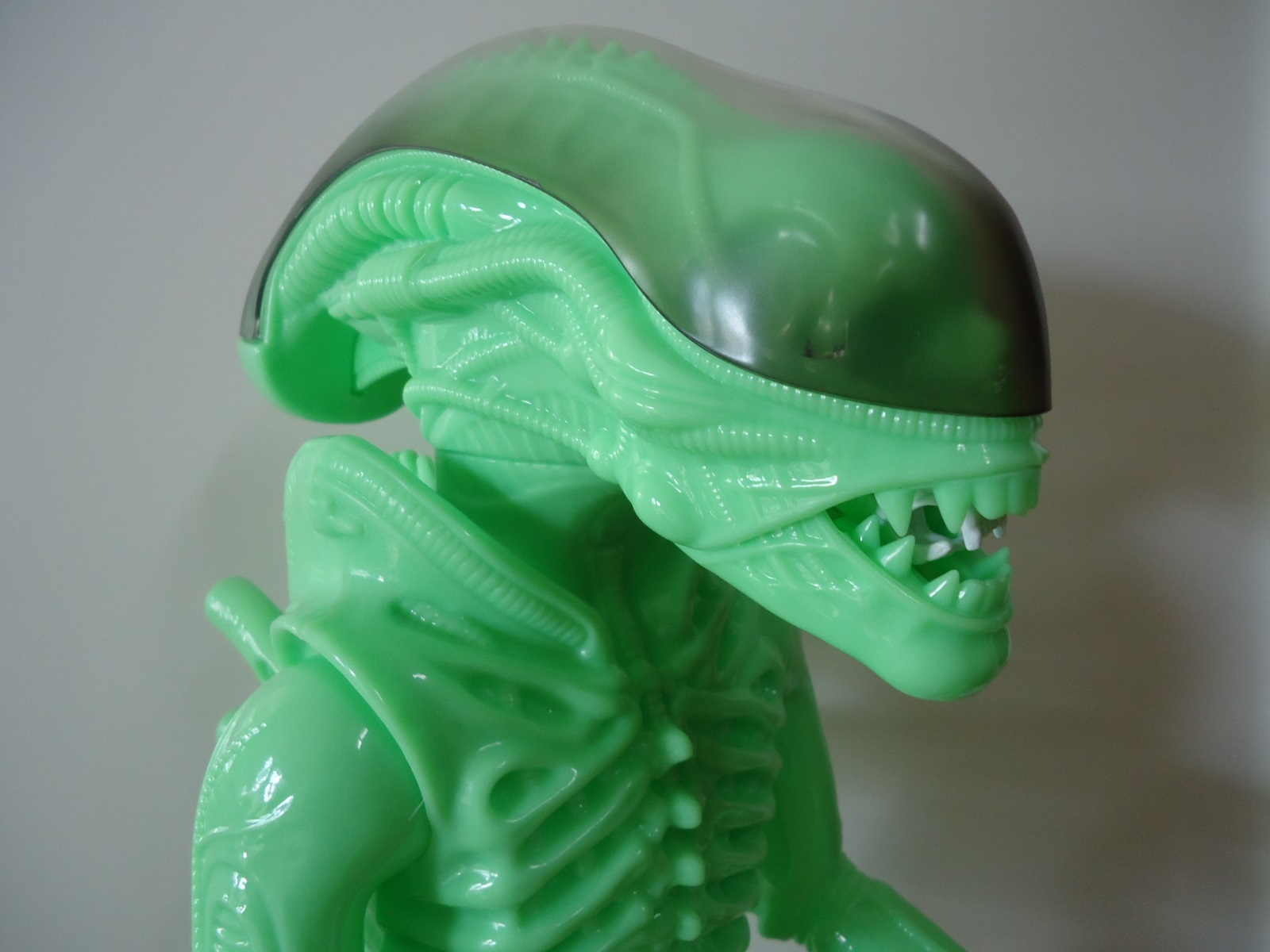 24 inch tall Gentle Giant glow in the dark ALIEN action figure close up of head.