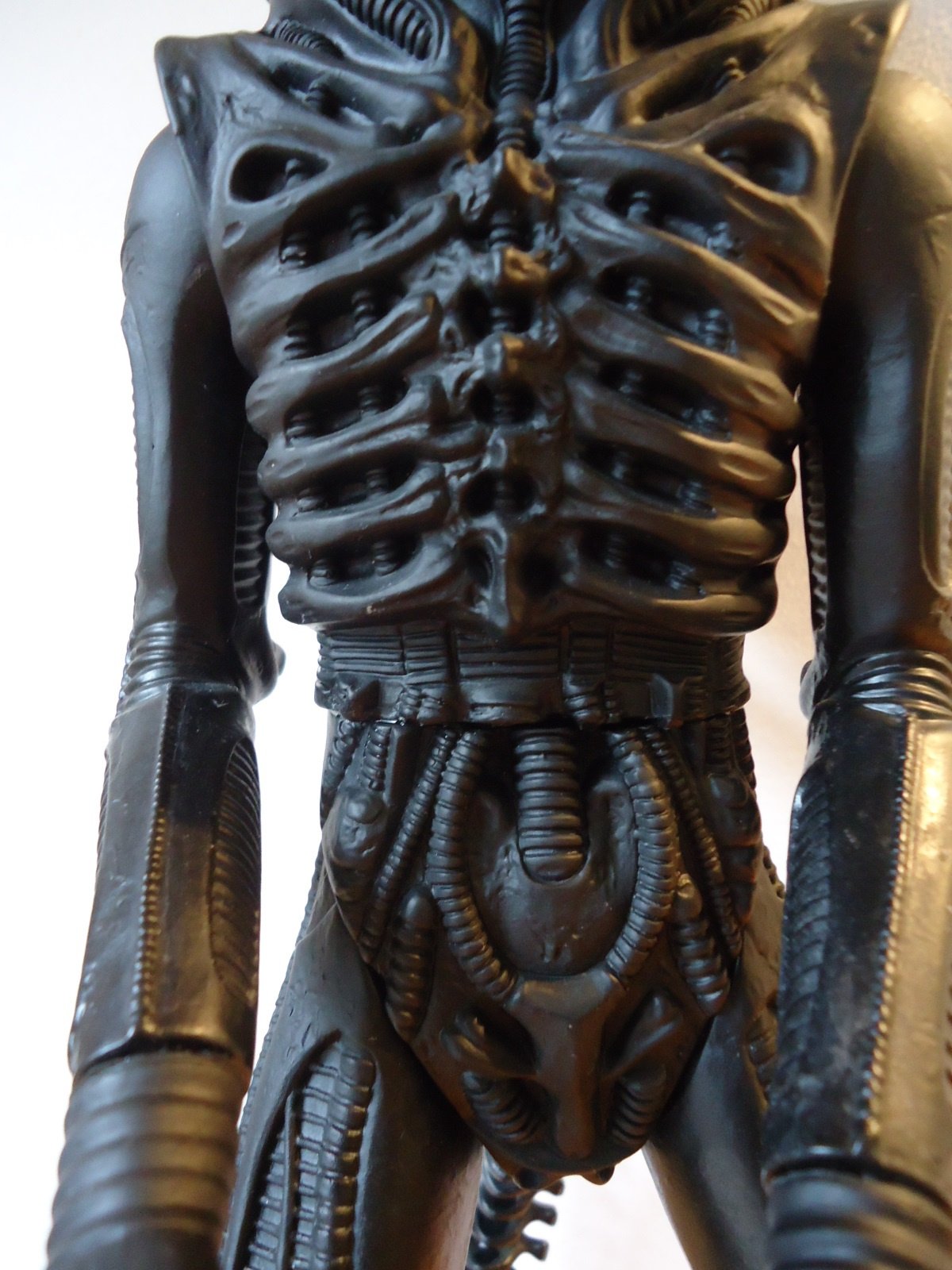 Another close up of the torso of the 1991 Halcyon ALIEN model kit.