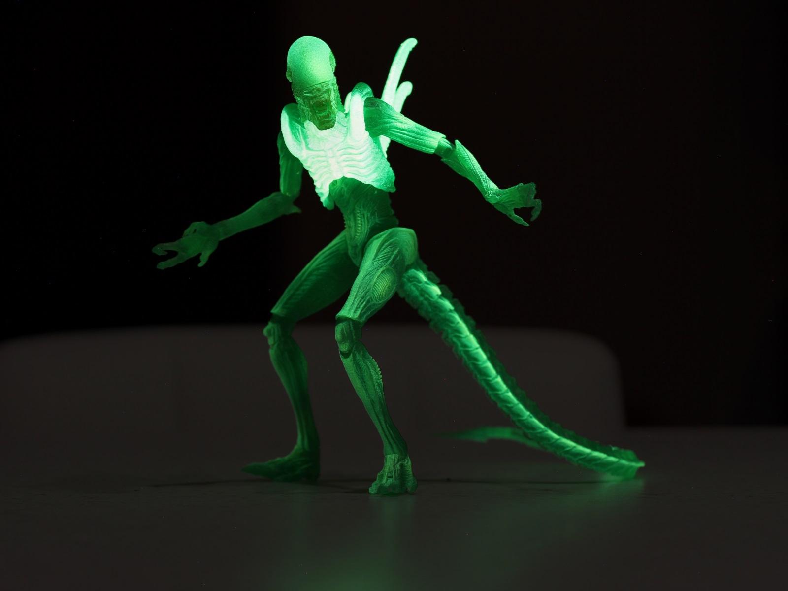 NECA AvP Thermal Vision Warrior Alien Glowing in the Dark.