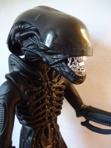 Super7 ALIENS Figure with Kenner ALIEN Dome