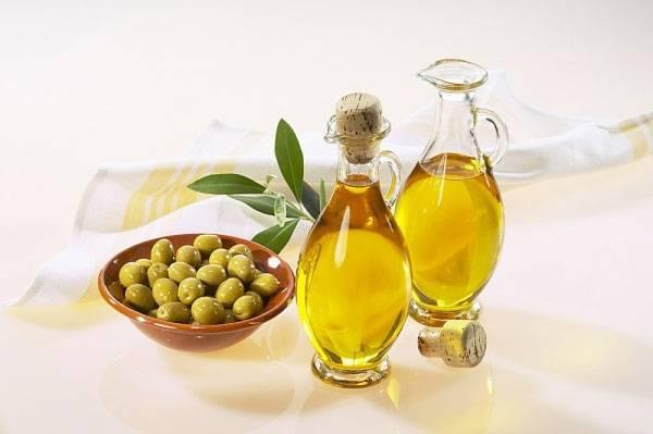 Olive-Oil-for-wristwatch-strap-cleaning