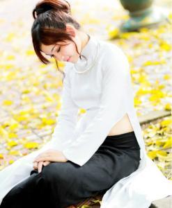 ao-dai-satin-white-black