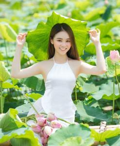 White Vietnamese Ao Yem