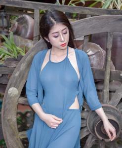Bavoir Vietnam bleu fluo