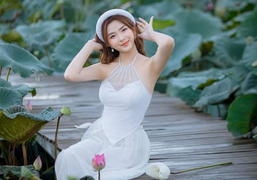 White Vietnam Bib 2