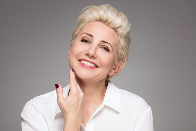 mature women like the chic look of short hairstyles | hier