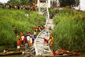 De brug na het instorten