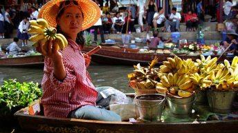 De drijvende markt van Damnoen Saduak (video)