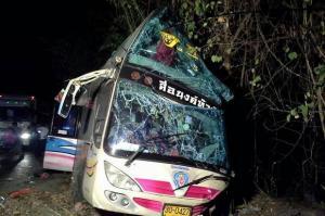 15 doden bij verkeersongeluk prachin brui